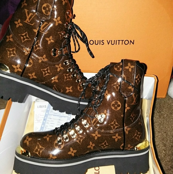 1f94056850fc Rare Louis Vuitton Outland Ankle Boots